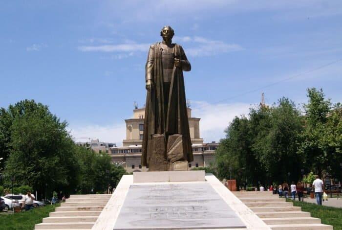 Statue of Armenian Nazi collaborator Garegin Nzhdeh in Yerevan, Armenia. Source: Armineaghayan, CC BY-SA 4.0, via Wikimedia Commons