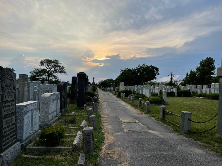 The cemetery in Cambria Heights, New York - Photo Nurit Greenger
