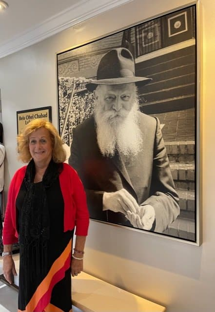 The writer at the photo of Rabbi Menachem Mendel Schneerson at the entrance building to the cemetery - Photo Nurit Greenger