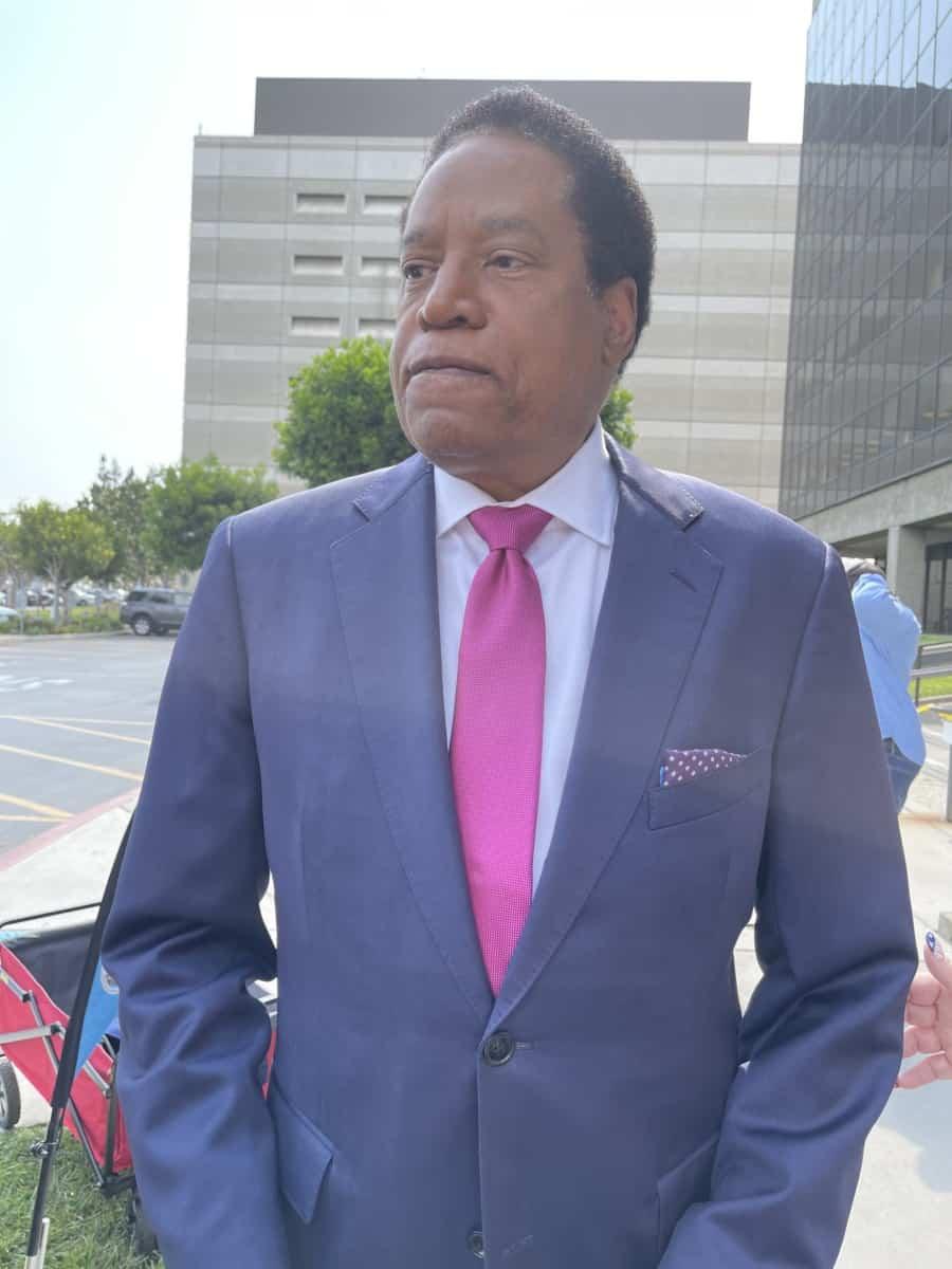 Larry Elder arriving at the registrar office - Photo credit Nurit Greenger