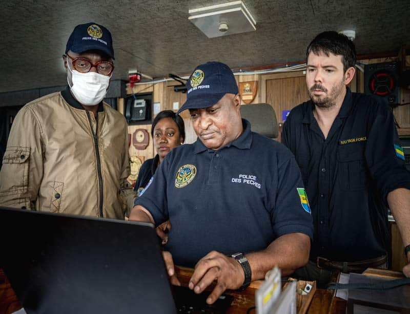 Peter and fisheries minister with inspector. Photo by Sea Shepherd Global.