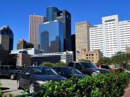 houston real estate sales booming. Image by F. Muhammad from Pixabay