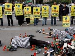 1988 Massacre Investigation, iran executions demo. NCRI photo.